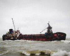 Затонувший под Одессой бункер, фото: Думская