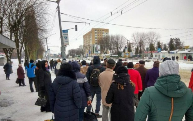 """ЧП в маршрутке: украинцы в ужасе """"отделались"""" химическими ожогами"""