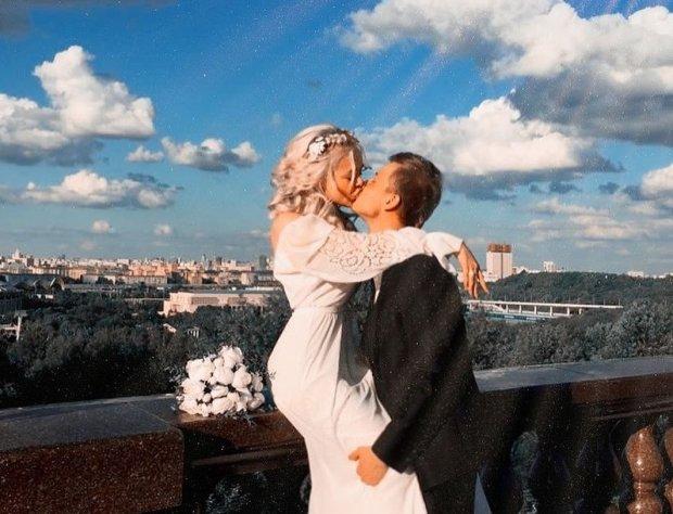 Алина Гросу отгуляла королевскую свадьбу: звездная крестная Билык слила фото с церемонии