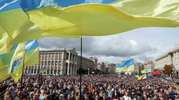 """У Зеленського сказали, чому з'являються мітинги проти капітуляції: """"Тисячу кожному"""""""