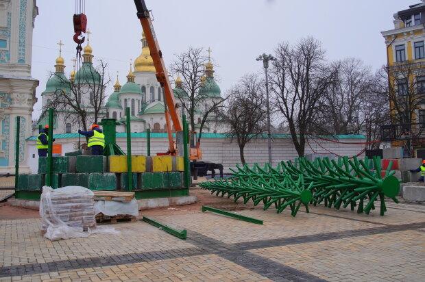 Новогодняя локация на Софийской площади - монтаж конструкций