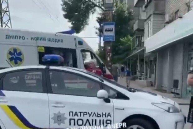 В Днепре задержали банду наглых воров — обчистили бабулю и прокатили полицейских на капоте
