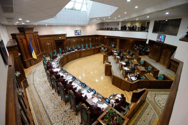Конституційний Суд України скасував прив'язку стажу до віку: що це значить, і чого чекати