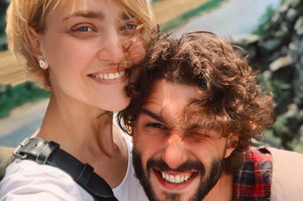 Підгузники замість пелюсток троянд, - Віра Кекелія з чоловіком розсмішили батьківськими буднями