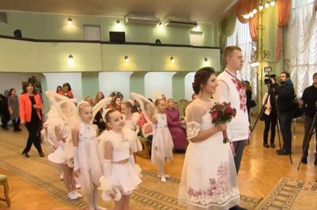 Регистрация брака, кадр из видео