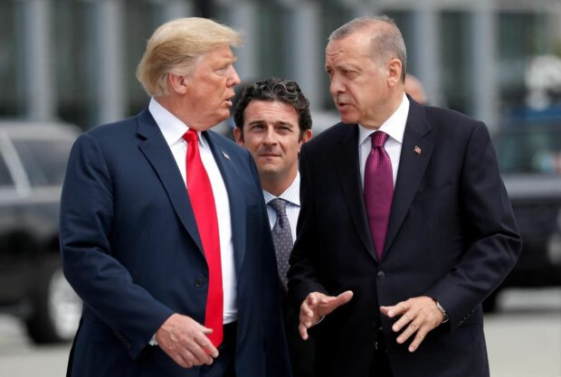"""Трамп поставил Эрдогану жесткий ультиматум: """"Турки не будут атаковать"""""""