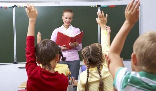 На вчителів чекають масові звільнення