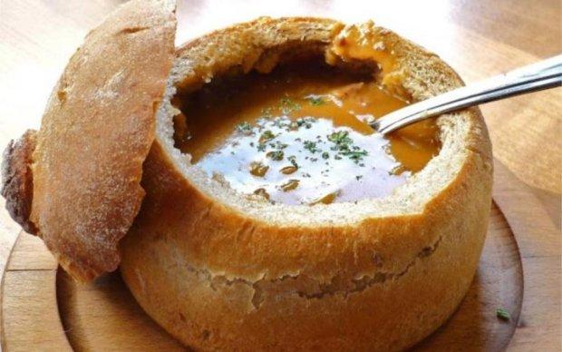Не викидаємо, а готуємо: прості та смачні страви з черствого хліба