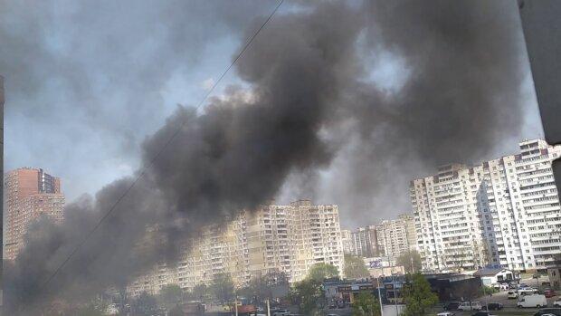 Левый берег Киева тонет в ядовитом дыму, спасатели срочно обратились к украинцам