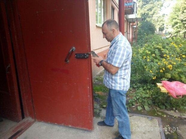 Коммунальщики Надала закроют тернополян в подъездах