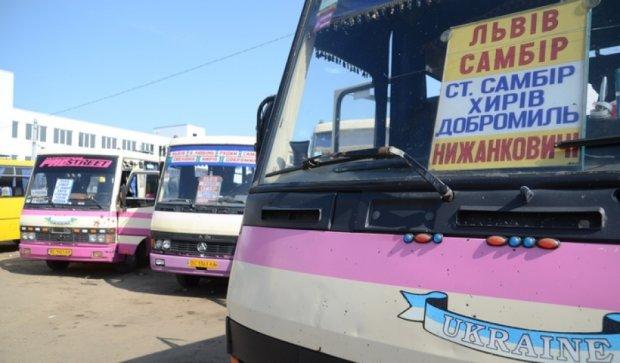 Из-за жалоб пассажиров проверяют пригородные маршрутки на Львовщине