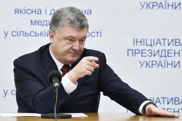 Зеленський перемагає мовчанням: Лещенко пояснив, куди Порошенко тягне Україну