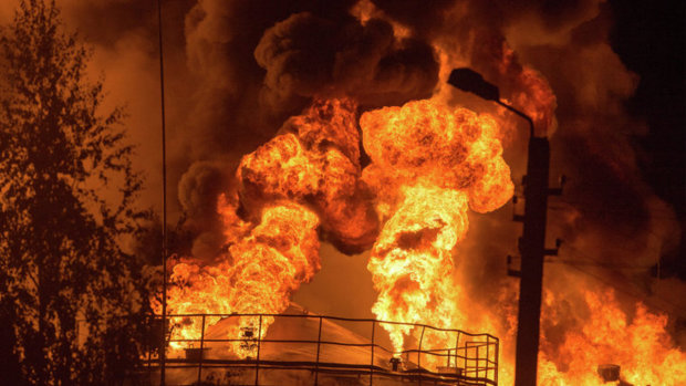 Під Києвом горить птахофабрика: масштаби пожежі неймовірні