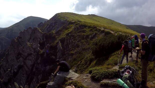 У Карпатах трагічно загинула франківчанка, що ризикнула підкорити вершину