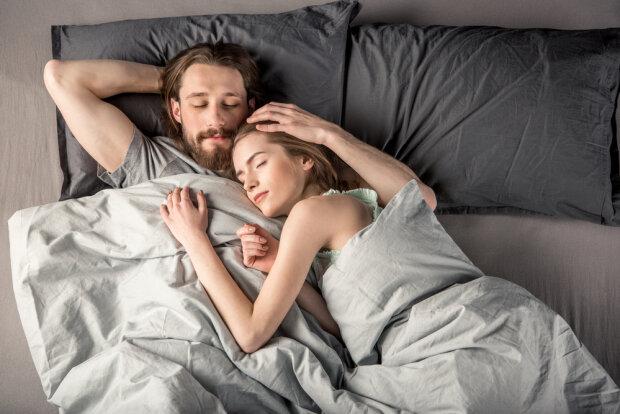 Чоловіки мріють, а жінки бояться: медики назвали усі плюси та мінуси анального сексу