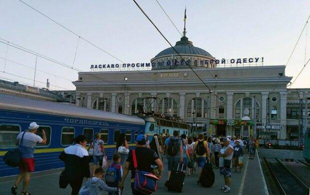 """""""Укрзализныця"""" ввела дополнительные поезда на праздники: какие маршруты доступны украинцам"""