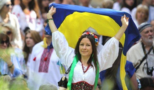 Сотни людей вышли на Мегамарш вышиванок в Киеве (фото)