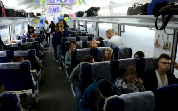 Не вафлями едиными: Укрзализныця пообещала накормить пассажиров