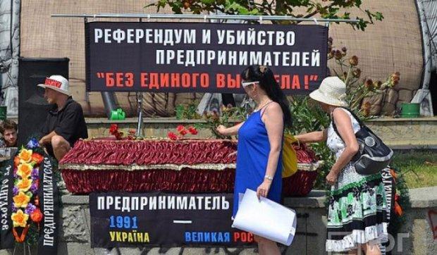 В окупованому Криму мітингують кілька сотень підприємців (фото)