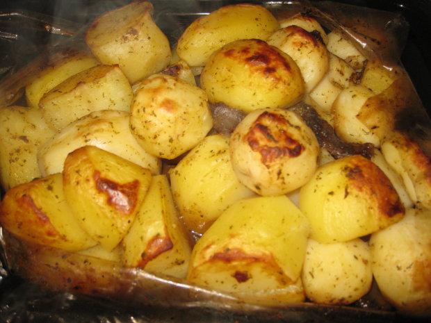 Идеи вкусных блюд во время Великого поста: рецепт печеного картофеля в рукаве