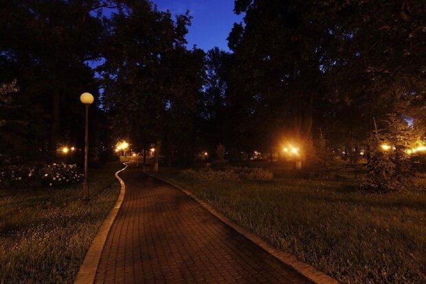 """Моторошна знахідка у парку перелякала киян, тіло ожило: """"Як у фільмі жахів"""""""