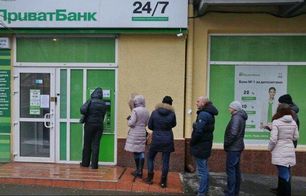 """Мошенники умыкнули у клиентки ПриватБанка 7 тысяч гривен за """"красоту"""", схема"""