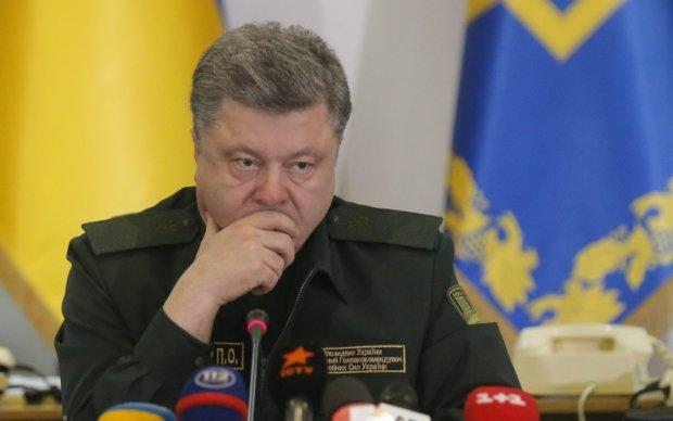 Порошенко решил вернуть военные суды