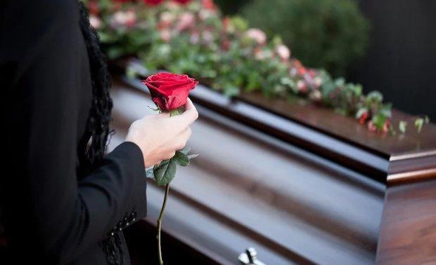 """Покійниця """"ожила"""" на похороні"""