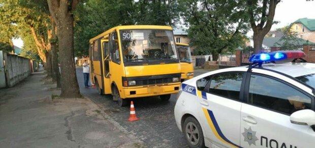 Маршрутник встановив рекорд хамства в центрі Львова, ні пройти ні проїхати: відео свавілля