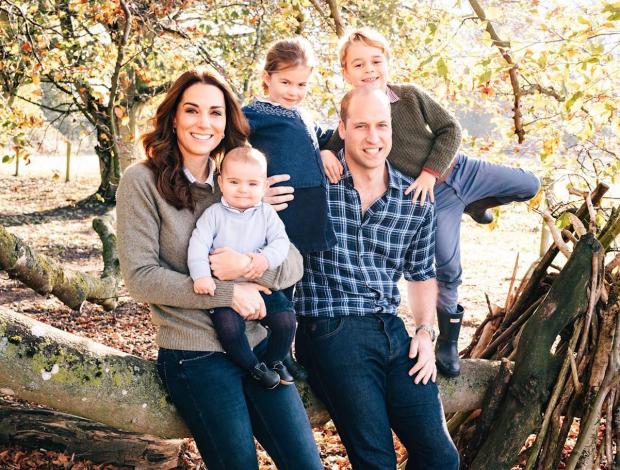 Кейт Миддлтон показала миру снимки принца Луи в первый день рождения