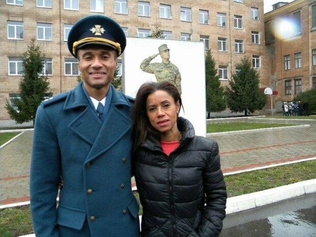 """Мати загиблого під Харковом африканця-лейтенанта знайшла в собі сили розповісти про сина: """"Страшнішого не буде"""""""