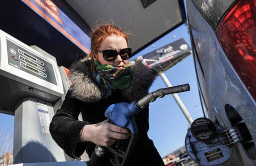 Нема зла, щоб на добро не вийшло: коронавірус обвалив ціну автогазу в Україні