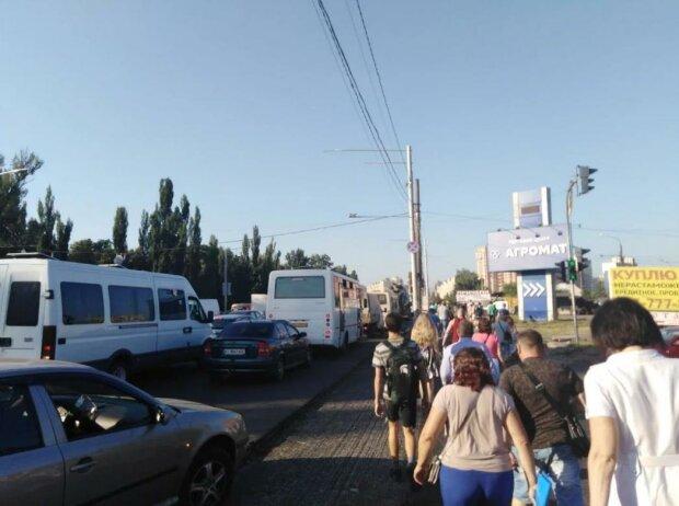 Величезні затори паралізували Київ, люди втрачають півжиття в муках: оприлюднено статистику