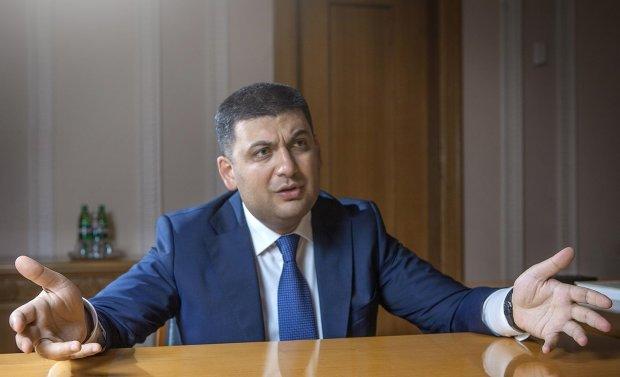 """""""Пакуй валізи і вали"""": розлючені """"покращеннями"""" українці готові розкошелитися на """"путівку"""" для Гройсмана. Квиток, щоправда, у один кінець"""