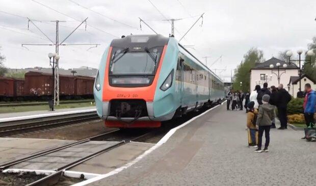 Поезд Укрзализныци, скриншот с видео