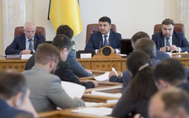 Кабмін Гройсмана покинули відразу два топ-чиновники