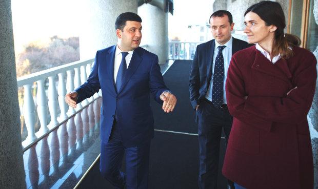 Українці дорого заплатять за басейн для Гройсмана