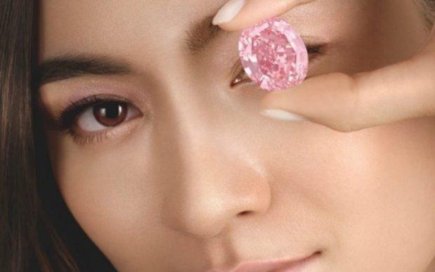 Крупнейший розовый бриллиант уйдет с молотка