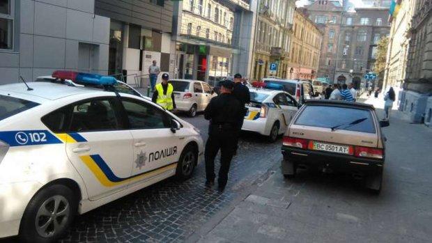 Во Львове подкинули взрывчатку в авто известного бизнесмена: собирали по частям