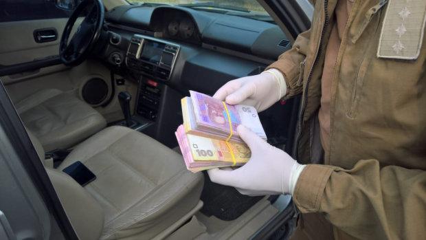 Украинский чиновник погорел на взятке: хотел подарок на Новый год