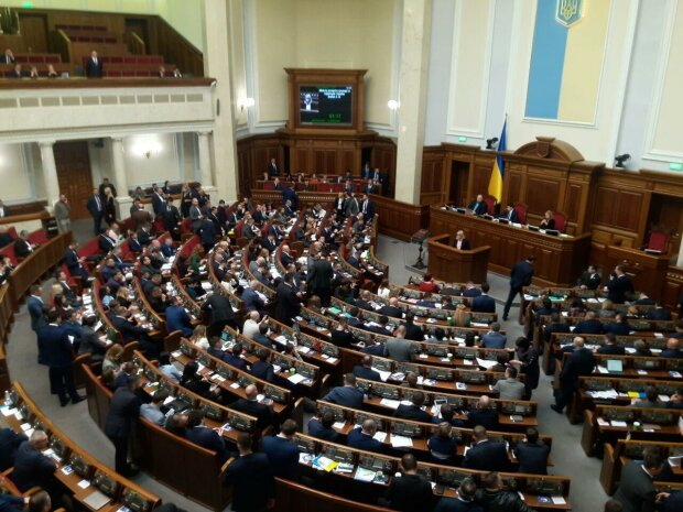 "Рада ""с Богом"" уволила министра развития общин Алену Бабак"