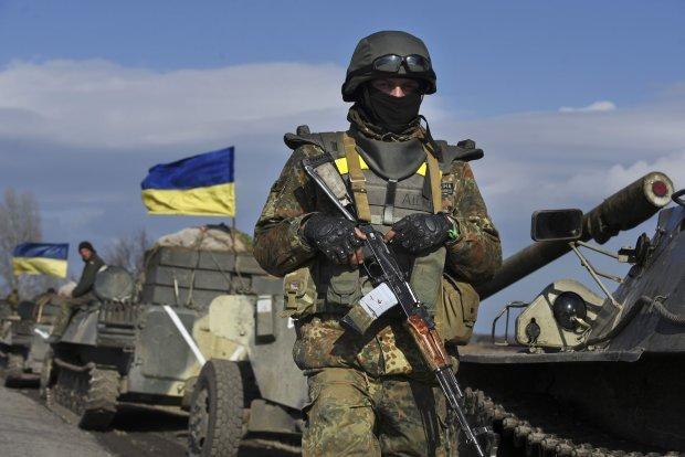 Очі сліпнуть від сліз: у Херсоні попрощалися із загиблим на Донбасі героєм, був віртуозним снайпером