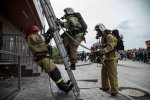 В Киеве полыхает крупный бизнес-центр, напуганных людей выводят из здания: видео инцидента