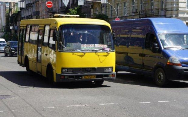 Смерть заглянула в глаза: киевские маршрутчики оценили жизнь пассажирки в 6 гривен