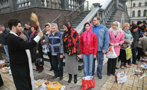 На Пасху в церковь: более миллиона верующих украинцев готовы прийти за благословением