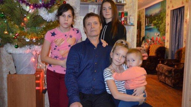 Жена покинула Михаила с семью детьми, но он не опустил руки: как сейчас живет отец-одиночка