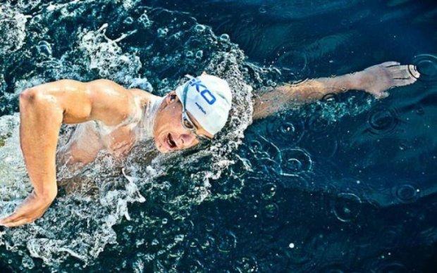 Карась той ще: людина перепливла Балтійське море