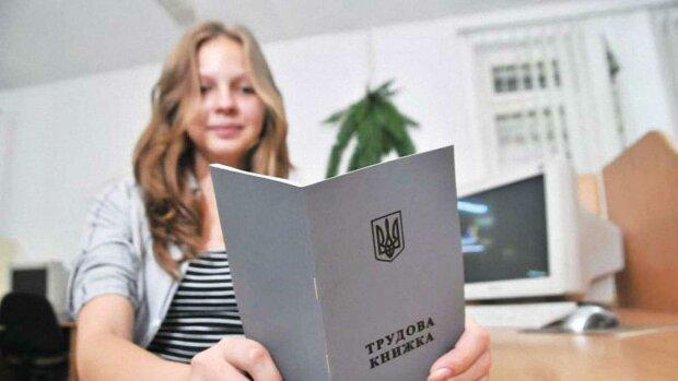 Трудовые книжки перевели в онлайн: насколько уменьшится бумажная волокита для украинцев