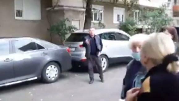"""Мэр Ужгорода Андриив набросился на избирателя, депутат помогал: """"Сейчас как врежу!"""""""