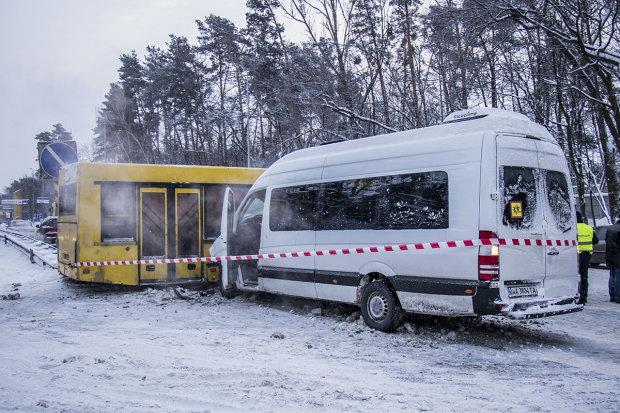 Під Києвом сталося дві кривавих ДТП, 15 постраждалих: уникайте дороги-вбивці